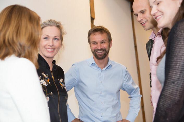Thomas Berglund i Angel Challenge (i midten) i samtaler med blant annet Anita Krohn Traaseth i Innovasjon Norge i forbindelse med lanseringen av presåkornmidlene. Foto: Charlotte Wiig/Innovasjon Norge