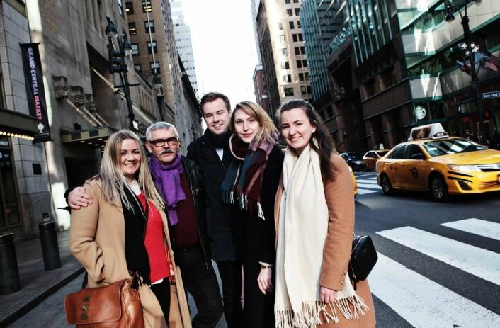 Arrangørene av turen til New York ønsker at NTNU-studentene skal tenke globalt. Fra<br />høyre: Leder i Spark NTNU, Trine Høstmark Solhaug, Kristine Fredriksen (Kjeldsberg),<br />Jørgen Veiby (Spark NTNU), Jan Onarheim (Spark NTNU) og Synne Marie Sollie. Foto: Anders Kjøllesdal