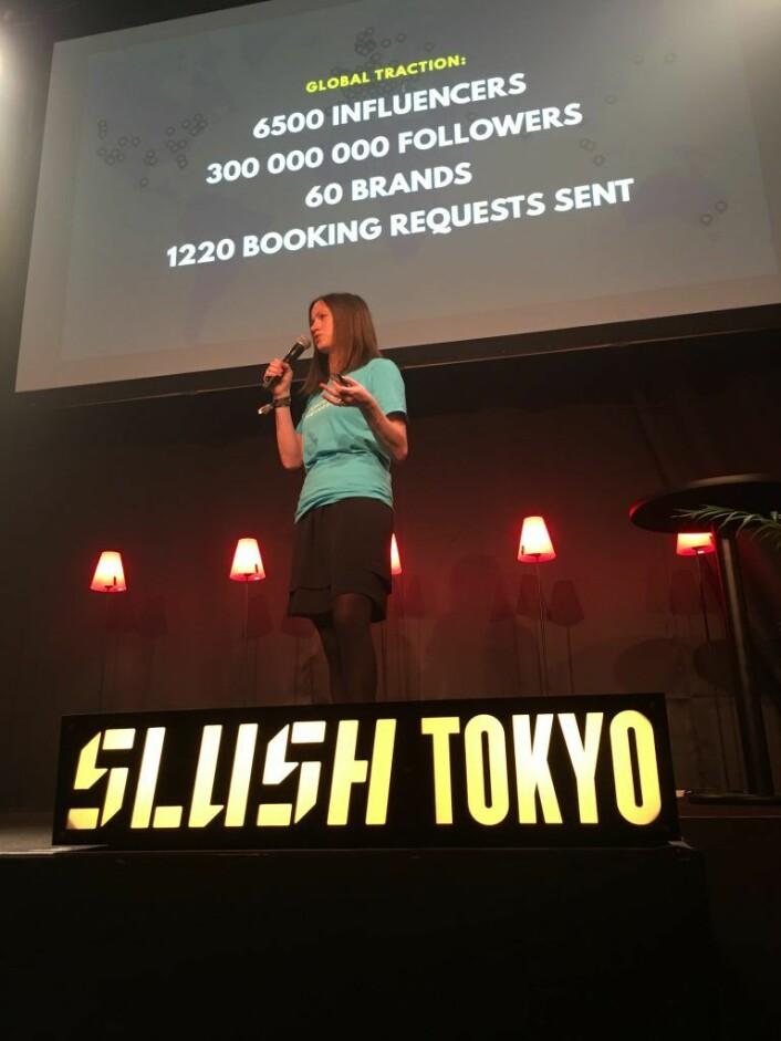 Marie Mostad pitchet oppdaterte tall foran publikum på Slush. Foto: Slush Media