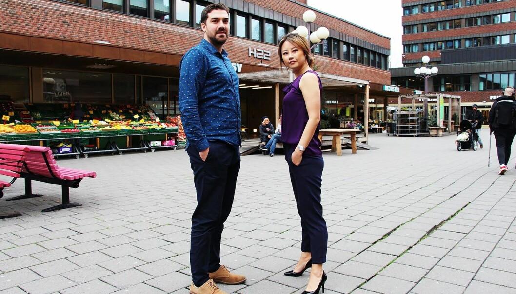 Yasir Akdeniz og Sonni Christine Jakobsen i mInvoice på Tøyen Torg. Foto: Lars Aamodt