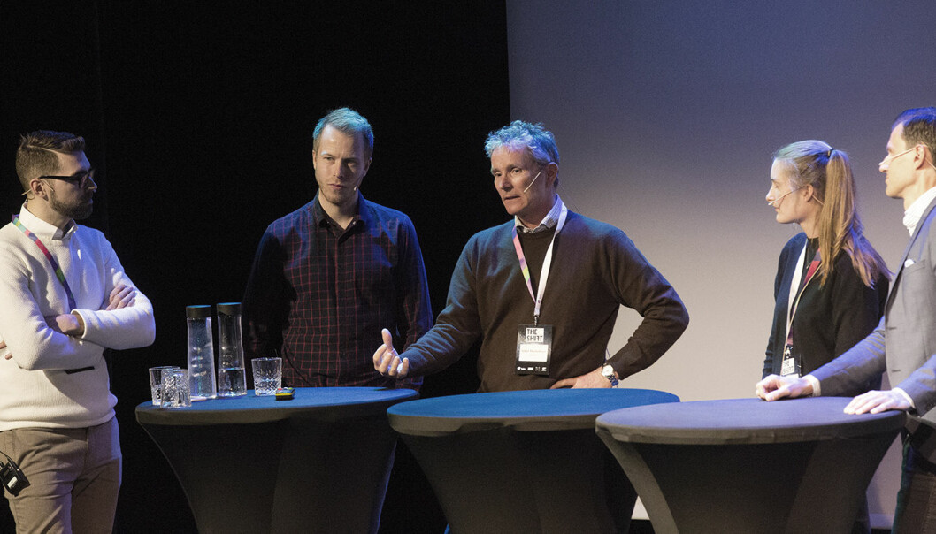 Claes Mikko Nilsen, Patrik Berglund, Tellef Thorleifsson, Savine van der Straten og Fredrik Cassel i debatt under The Shift. Foto: Gry Traaen