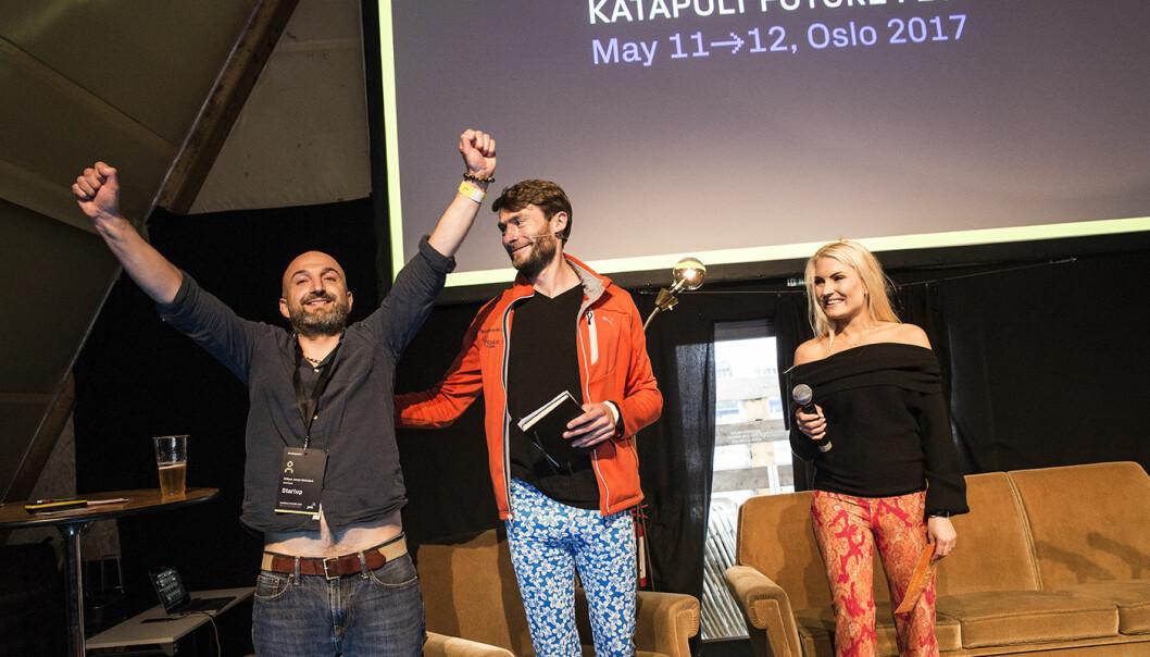 Så glad ble Will Nicholson da Isabelle Ringnes og Seth Bannon annonserte vinneren av den store pitchekonkurransen under Katapult Future Fest tidligere i år. Foto: Per-Ivar Nikolaisen