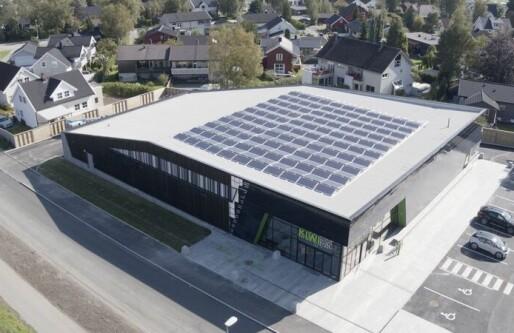 Byggovasjon: Solceller og grunnbrønner gjør at denne butikken produserer mer energi enn den bruker