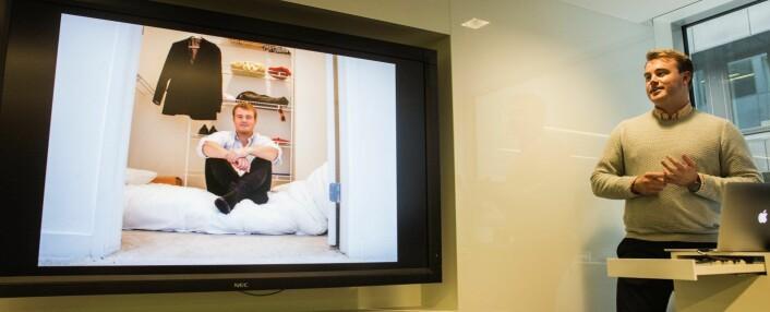 Mathias Mikkelsen fikk mye oppmerksomhet for å ha levd under enkle kår i Silicon Valley mens han bygde opp Timely. Her under en pitch i fjor, der han forteller om oppholdet. Foto: Per-Ivar Nikolaisen