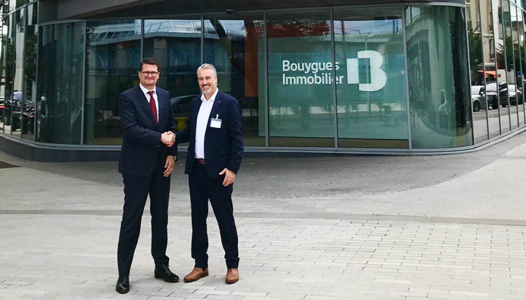 Edward Woods, CTO i Bouygues Immobilier, og Håvard Bell, CEO i Catenda, etter signeringen av storkontrakten.