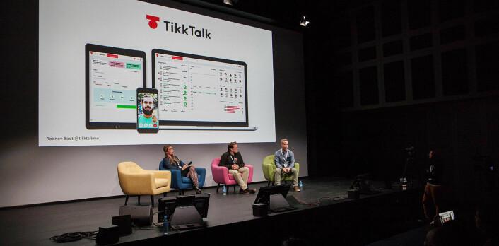 TikkTalk pitcher sin tolke-tech foran publikum på Techfugees. Foto: Maria Amelie