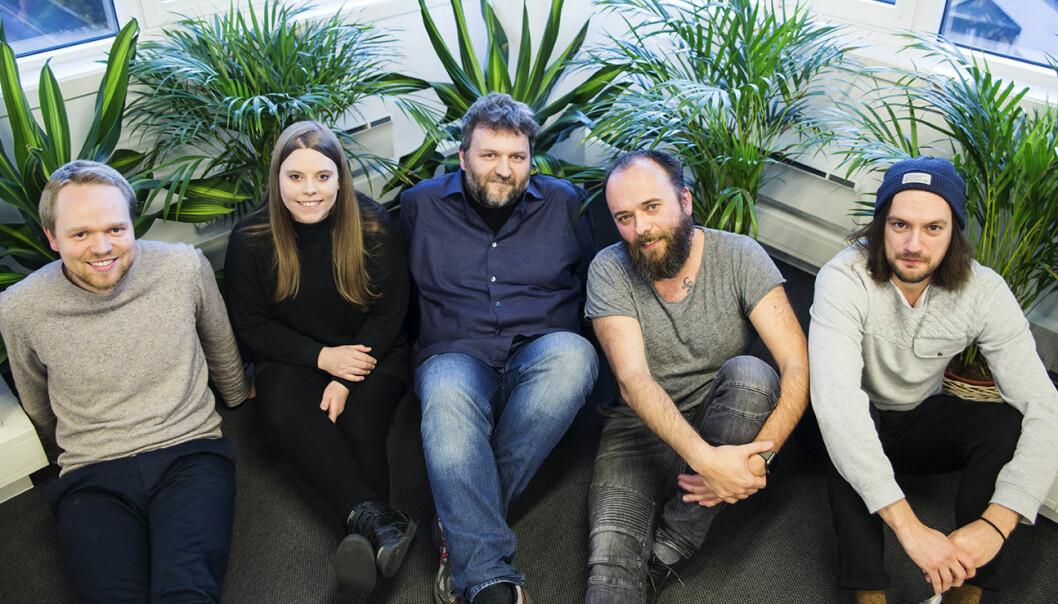 Deler av teamet i IncludeOS: Martin Nordsletten (f.v.), Annika Hammervoll, Ingve Vormestrand, Per Buer og Andreas Åkesson. Foto: Per-Ivar Nikolaisen