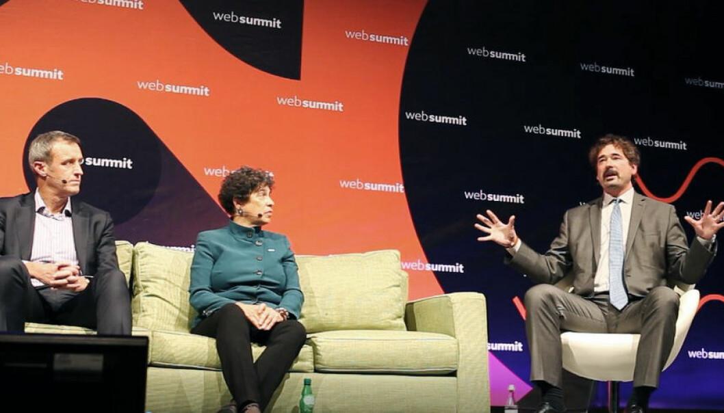 Jon von Tetzchner (t.h.) under en debatt om personvern på Web Summit. Foto: Maria Amelie