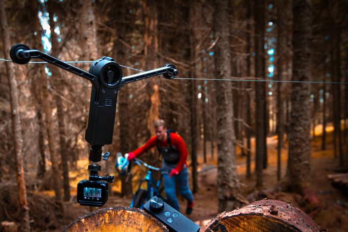 Wirals kamerasystem lar deg filme steder der droner har vanskelig for å komme frem, som i skog og tette steder. Foto: Wiral