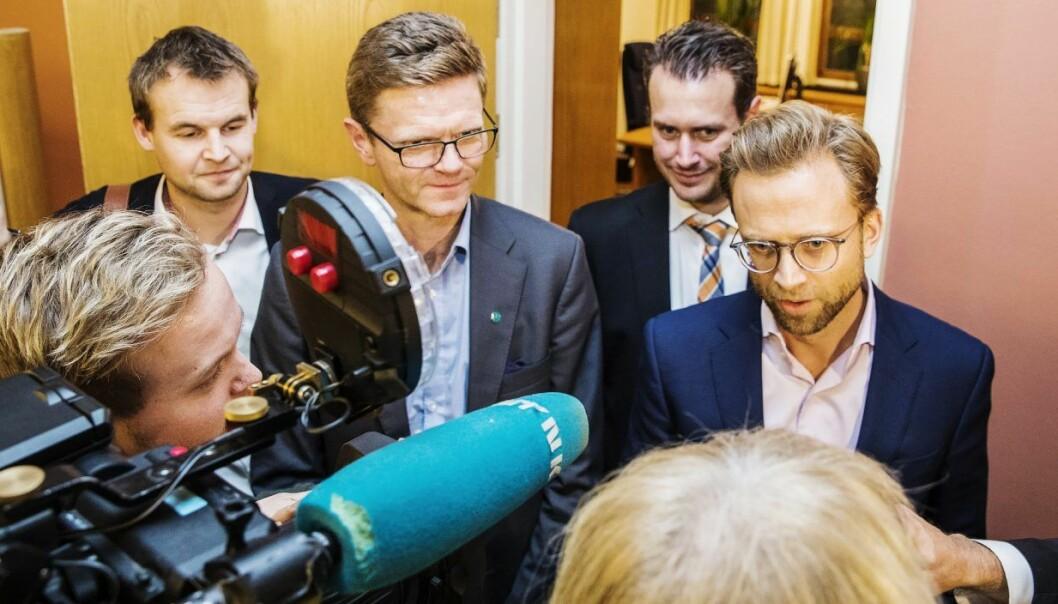 De finanspolitiske talsmennene f.v.: Kjell Ingolf Ropstad (KrF), Terje Breivik (V), Helge André Njåstad (Frp) og Nicolai Astrup (H) snakker med pressekorpset etter budsjettforhandlingene i statsrådsalen i Stortinget onsdag. Foto: Håkon Mosvold Larsen / NTB scanpix
