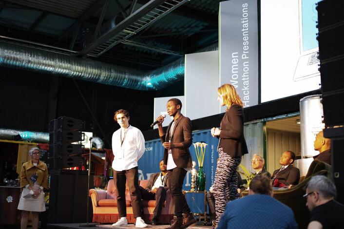 Olivier Mukuta i Vipicash presenterer ideen foran publikum på Katapult Future Fest tidligere i år.