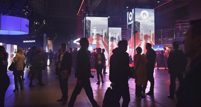 "Slush-konferansen ble en ""innendørsby"" med reklamepostere og stands som kunne minne om bygninger. Foto: Benedicte Tandsæther-Andersen"