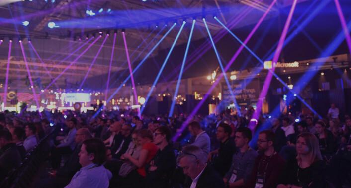 Totalt 20 000 mennesker befant seg i konferansesalen under Slush-konferansen, og foredragene trakk mange publikummere. Foto: Benedicte Tandsæther-Andersen