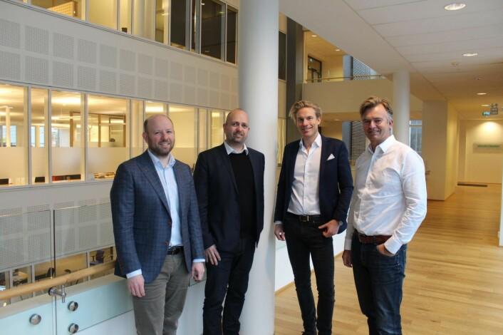 Helge Hannisdal og Jan Åge Skaathun fra Quantfolio sammen med Christoffer Hernæs og Magnar Øyhovden fra Sbanken. Foto: Sbanken.