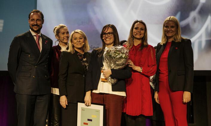 Nuria Espallargas, Seram Coatings, omflakket av ministere, kronprinsparet og en sjef i Innovasjon Norge. Foto: Per-Ivar Nikolaisen