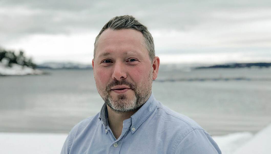 Ian Brown har fått fast hyre i Netlife, og beholder stillingstittelen grafisk designer.