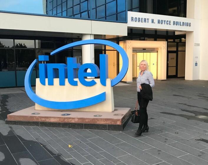 Alliance-partner Bente Loe utenfor Intels hovedkvarter i Santa Clara (Foto: Erling Maartmann-Moe)
