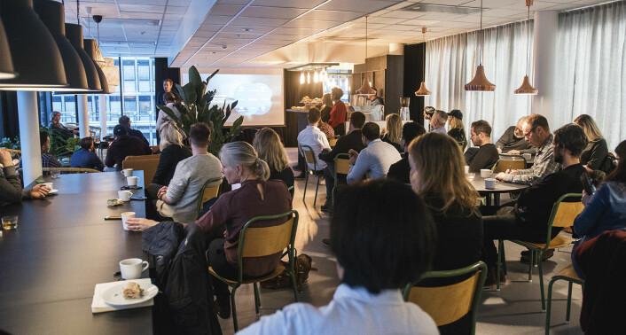 Folk inviterte folk til åpningsfrokost hos det nye problemverkstedet i Oslo. Publikum fikk høre to presentasjoner av hva Folk etter planen skal være og bety i fremtiden. Foto: Benedicte Tandsæther-Andersen