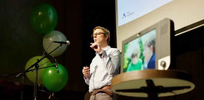 Marius Aabel under lanseringen av Komp (t.h) nå nylig. Foto: Marius Vabo