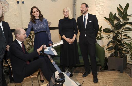 Motitech viste eldre-teknologi til hertugen: Nå håper de dronningen setter seg på sykkelen