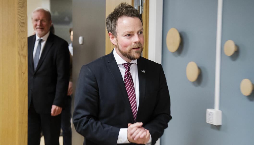 Næringsminister Torbjørn Røe Isaksen ankommer Nærings- og fiskeridepartementet da han gikk på som minister i fjor høst.  Foto: Heiko Junge / NTB scanpix