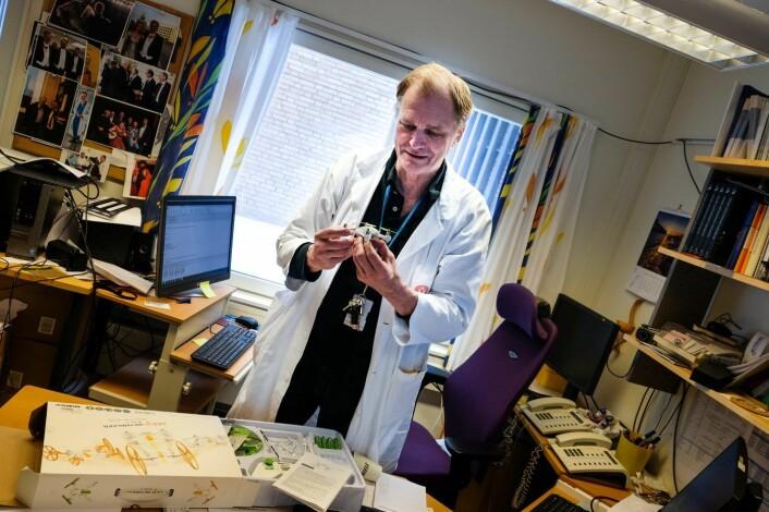 Erik Fosse er avdelingsoverlege ved Intervenssjonssenteret på Rikshospitalet og hodet bak DroneBud AS. Han vil frakte biologisk materiale med drone mellom sykehus. Foto: Vilde Mebust Erichsen