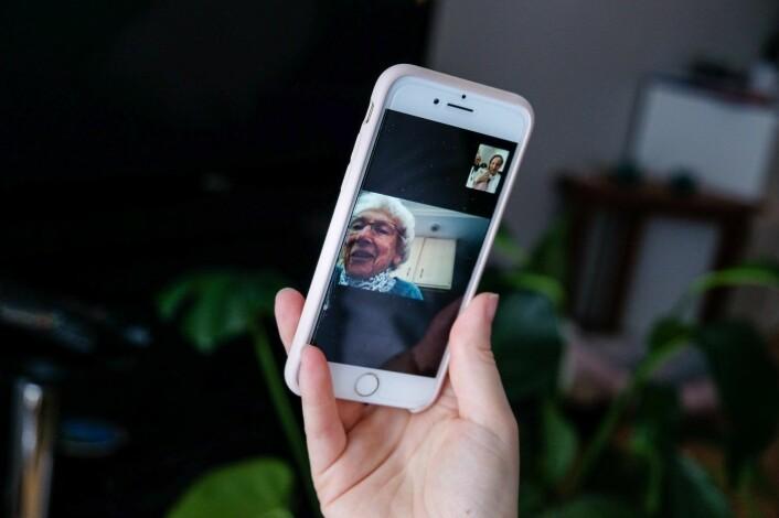 Ann Chamberlin (95) bor i Pennsylvania og prater ukentlig med barnbarnetet Siri Warren i Oslo over FaceTime. Foto: Vilde Mebust Erichsen