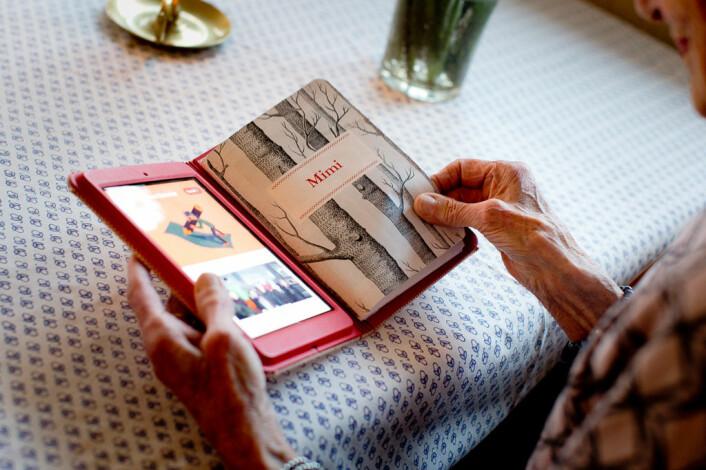 KAMA er en «Whats App» for eldre. Den kan lastes ned i App store og Google Play - eller kjøpes i en fysisk og personlig bok. Foto: Irene Sandved Lunde