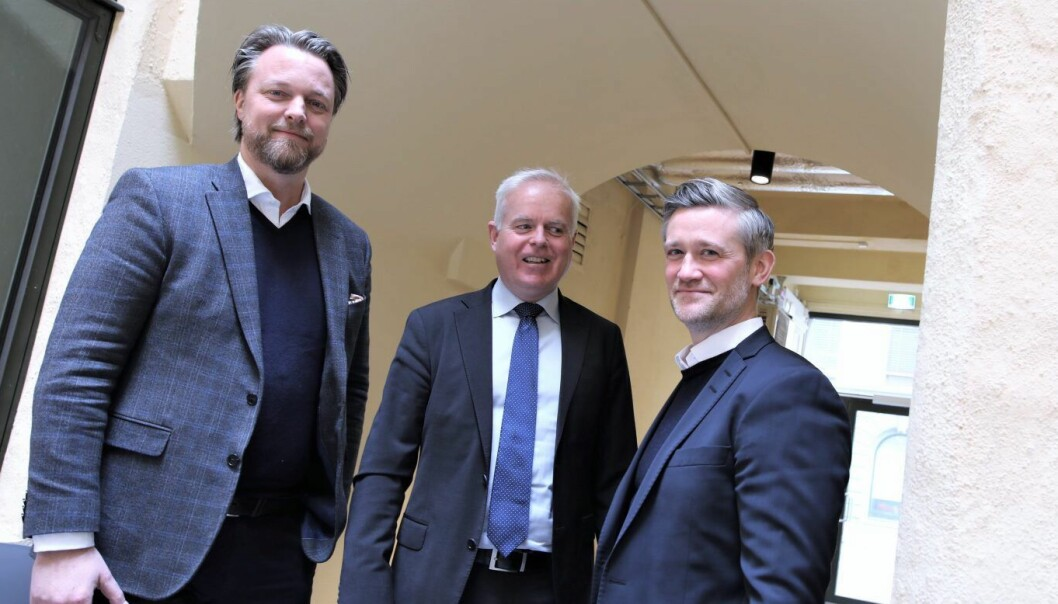 Jarle Holm, CEO i Monner. Tor Kristian Haugland, kommunikasjonsdirektør i Sparebank 1, SR-Bank og David Baum, CEO av FinStart Nordic. Foto: Lucas Weldeghebriel