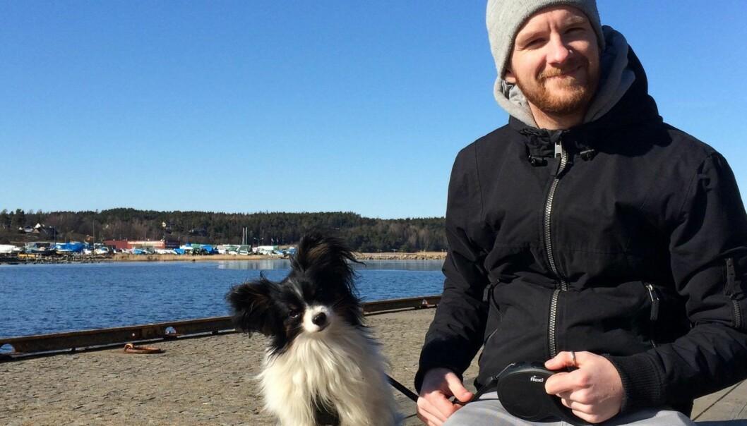 Gizmo og Stein Ove Helset. Hundeeieren står bak FinnFido, en app for å melde inn savnede hunder. Foto: Privat
