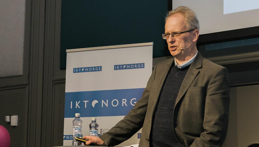 """Henrik Syse er bekymret for hvordan verden vil bli hvis man bare dyrker frem """"rask kompetanse"""", og ikke ser verdien av """"langsom kompetanse"""". Foto: Benedicte Tandsæther-Andersen"""