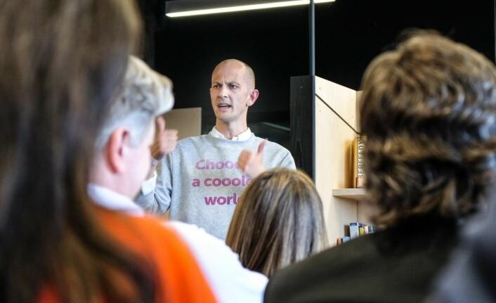 Gründer Andreas Slettvoll i klima-startupen Chooose fikk fem minutter på scenen under SNÖ Ventures investor-arrangement. Foto: Vilde Mebust Erichsen