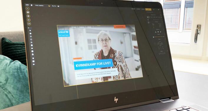 """Gründerne bak Vev beskriver programvaren som """"Photoshop for web"""", og grensesnittet ligner på den verdensberømte redigeringsprogramvaren. Her jobber en utvikler/designer med en artikkel for Unicef, i Vev. Foto: Vev."""