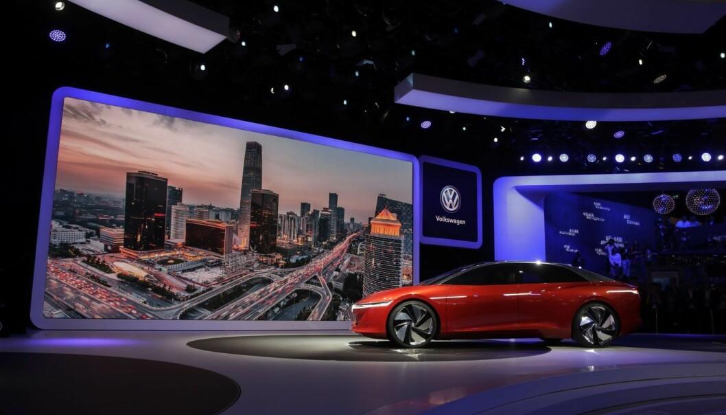 Volkswagen I.D.Vizzion på et bilshow i Beijing. Foto: AP Photo/Andy Wong