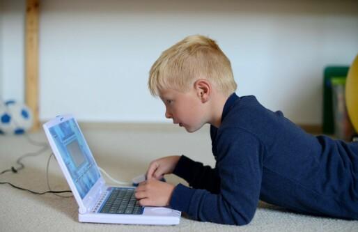 Regjeringen lover 450 millioner til teknologisk skolesekk