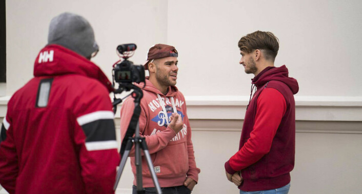 Jimmy Westerheim (helt til høyre) gjør et intervju i løpet av en av de første ukene The Human Aspect gjorde intervjuer. Foto:Anton Soggiu