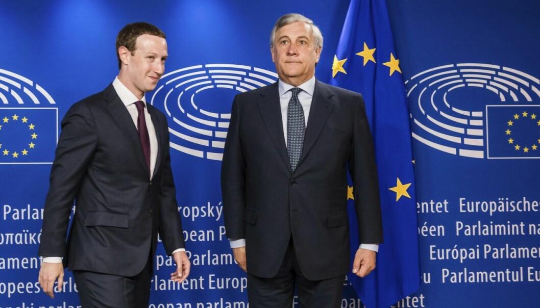 Presidenten i EU-parlamentet, Antonio Tajani, tok i mot Mark Zuckerberg til høring. Foto: AP Photo/Geert Vanden Wijngaert