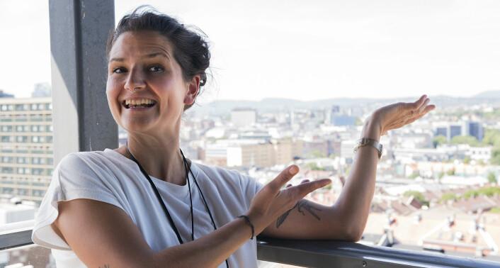Senta-Rebecca Lürssen er stolt av TSV sin takterrasse, der man kan se store deler av Oslo ovenfra. Foto: Benedicte Tandsæther-Andersen