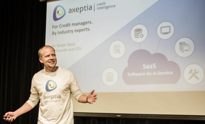 Per Nestor Warp i Axeptia under presentasjonen på StartupLabs Summer Pitch Party. Foto: Per-Ivar Nikolaisen