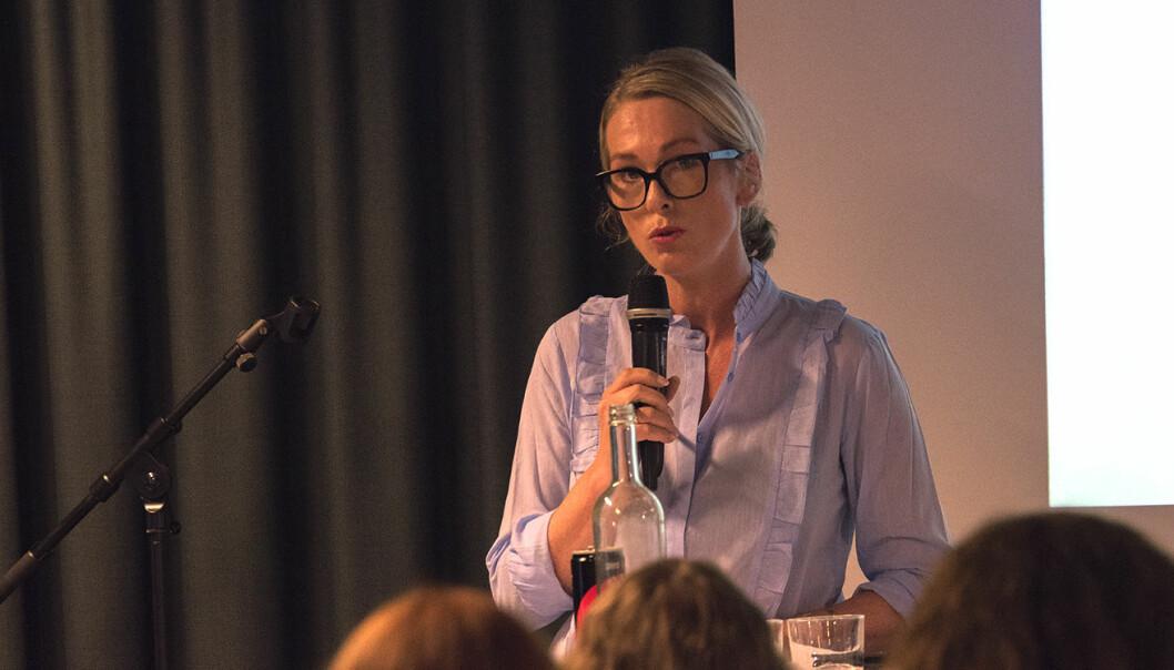 Anita Krohn Traaseth holdt flere innlegg fra scenen, og deltok også i diskusjonen ved et av bordene. Foto: Benedicte Tandsæther-Andersen