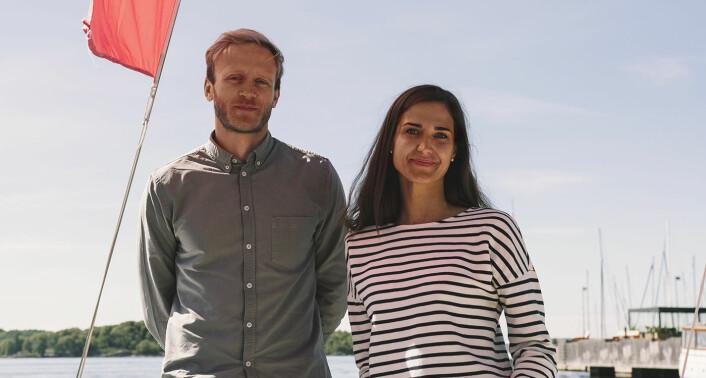 Gründerne bak Alva Technologies: Henrik Langeland og Julija Pauriene, for anledningen fotografert ombord på #EntrepreneurShipOne, da seilbåten fungerte som Shifters midlertidige kontor. Foto: Benedicte Tandsæther-Andersen