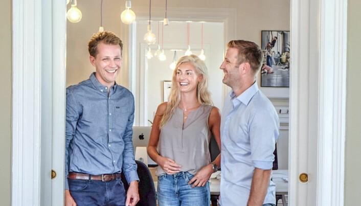 Gründer og styreformann Edvard Eikeland, Kaja Sivertsen på marketing og support - og CEO og medgründer Jarle Naustvik i Luado. Foto: Vilde Mebust Erichsen