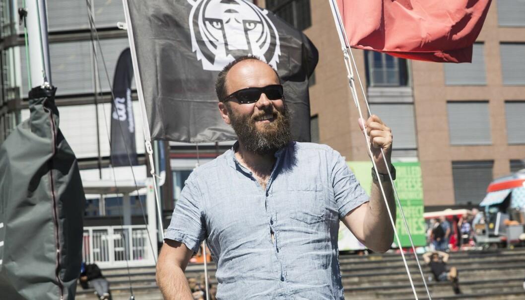 Per Buer med solbriller ombord på Shifters sommerbåt, EntrepreneurShipOne. Foto: Per-Ivar Nikolaisen