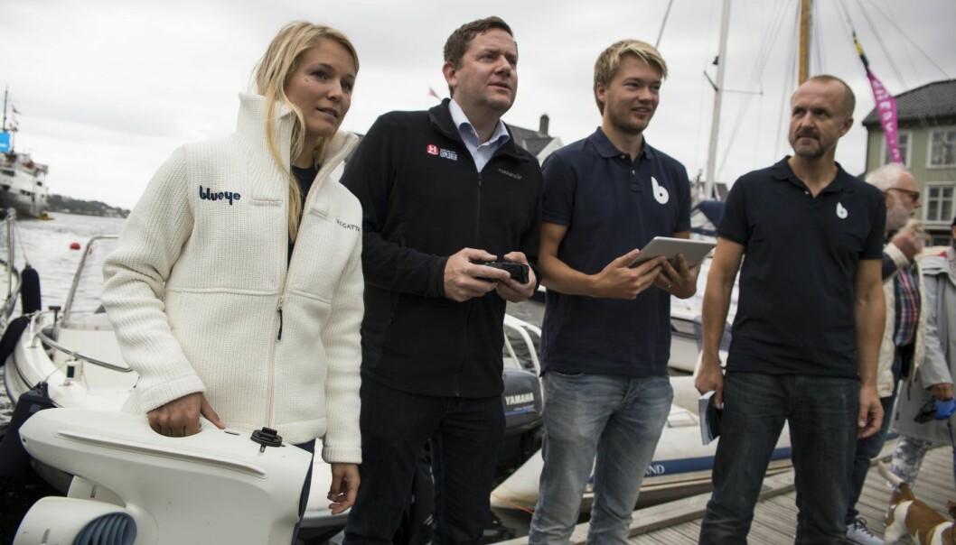 Storkunde: Blueye-teamet under Arendalsuka i fjor, sammen med sjefen i Hurtigruten, Daniel Skjeldam. Foto: Per-Ivar Nikolaisen