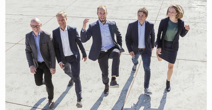 Rune Bjerke (f.v.), Morten Frøseth, Sven Jørund Kolstø, Jan Biti og Eli Grong Aursand i CoFounder er inne i Wavefoil. Foto: CoFounder