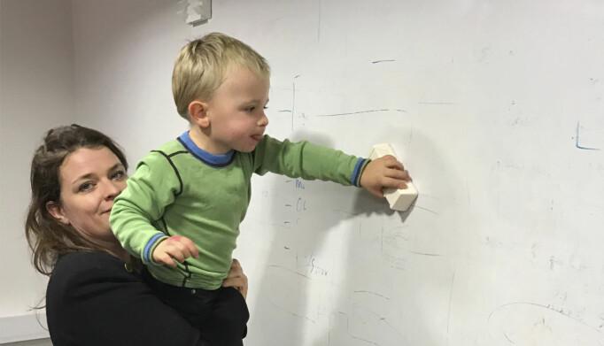 Barna til Espen og Åste var en integrert del av selskapet, og har brukt over gjennomsnittet mye tid på white boards. Foto: Privat
