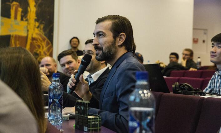 Sean Percival er ikke mikrofonredd, og har vært speaker og konferansier på en rekke events under sitt opphold i Norge, her som juryleder under StartupWeekend i Oslo.