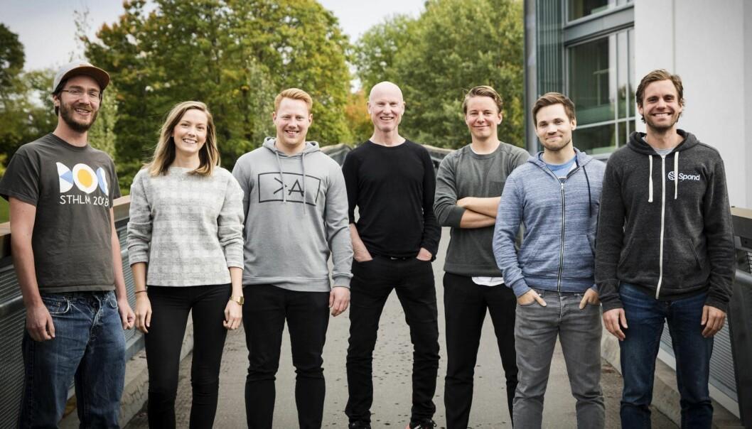 Per-Otto Wold i midten, omgitt av teamet sitt (fra venstre til høyre): David Narum, Helen Olsen, Herman Borgstørm, Wold selv, Erik Holm, John Bye og Daniel Mathiesen. Foto: Per-Ivar Nikolaisen