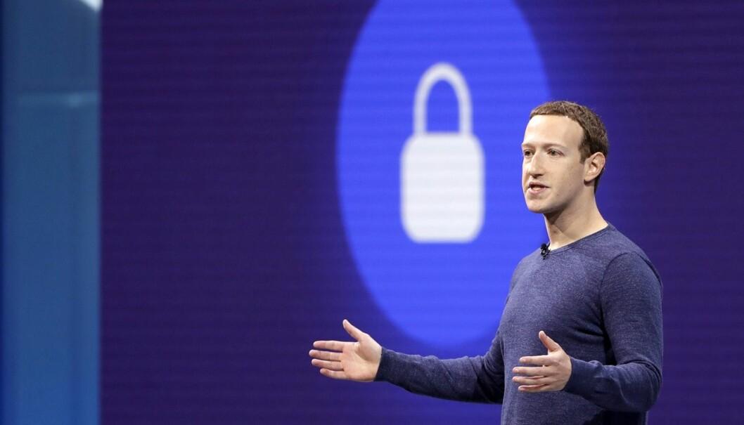 Facebooks gründer og daglige leder, Mark Zuckerberg, holder et keynote-innlegg på F8, Facebooks konferanse for utviklere. Konferansen ble holdt tidligere i år. Foto: AP Photo/Marcio Jose Sanchez, File.