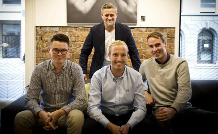 Teamet i Lucidtech, med August Kvernmo (t.v.), Ståle Zerener ogStig Zerener -- i forbindelse med at startupen hentet inn fem millioner kroner fra David Baum (bak) i Finstart Nordic. Foto: Per-Ivar Nikolaisen